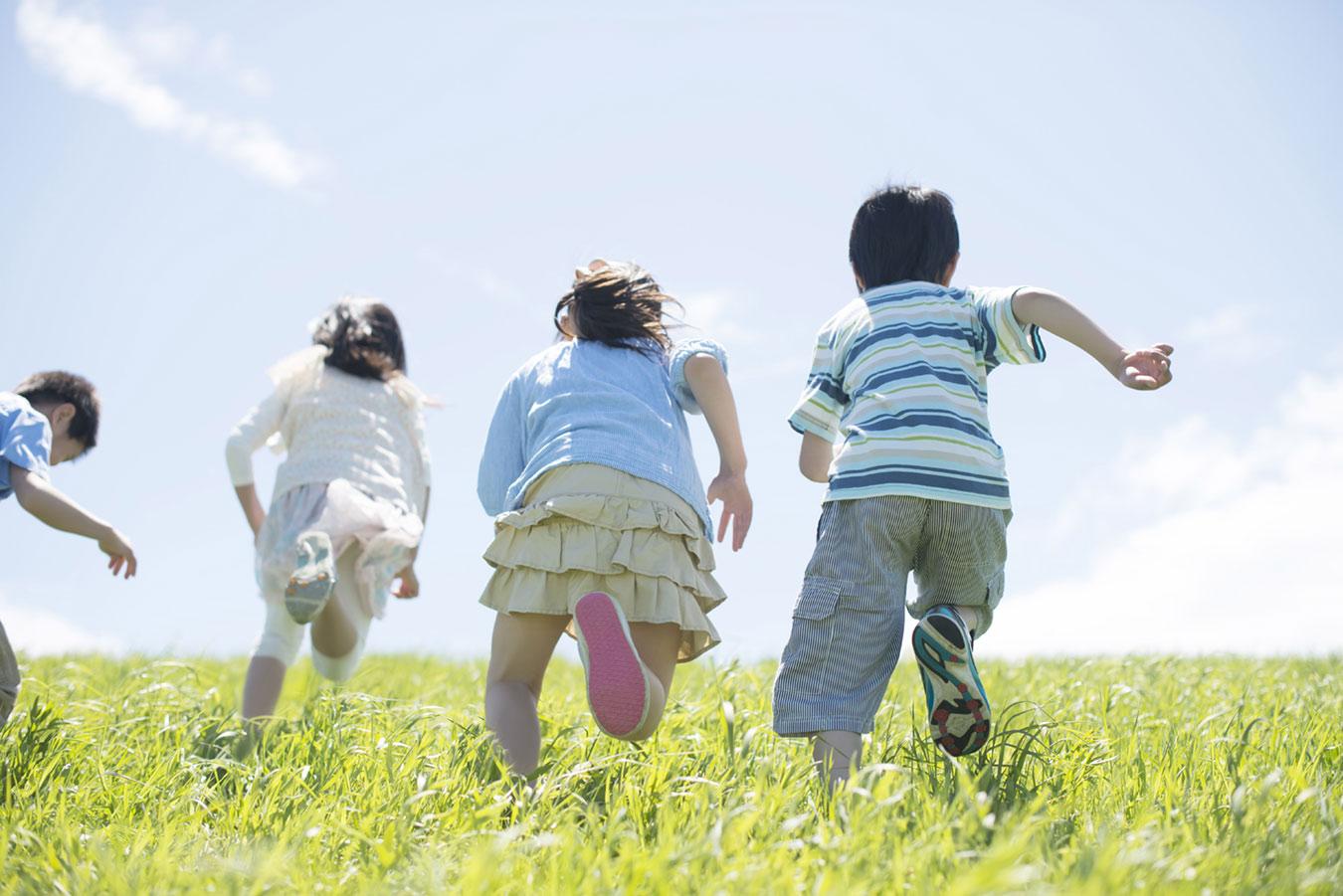 公園や行楽で遊びに夢中になっている時おねしょパンツを